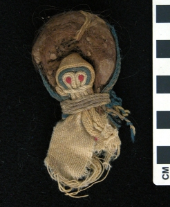 Rag doll, front view; wool, mud, hair; 2nd–4th century AD, KM 7512.